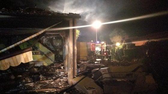 foto dell'esplosione nella notte a montalto di castro
