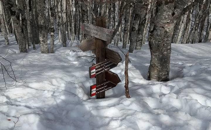 Le indicazioni per il sentiero alle vedute del Monte Autore