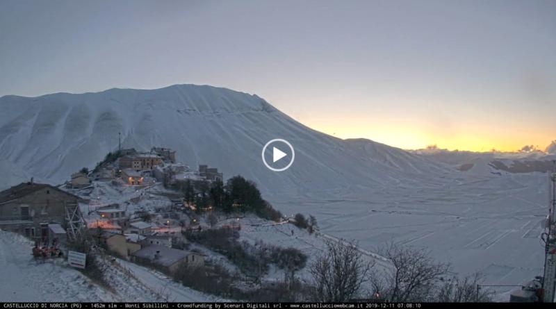 [TIMELAPSE] L'alba innevata di Castelluccio di Norcia